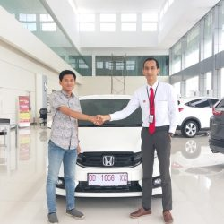 Foto Penyerahan Unit 11 Sales Marketing Mobil Dealer Honda Hasan