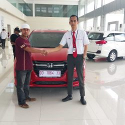 Foto Penyerahan Unit 4 Sales Marketing Mobil Dealer Honda Hasan