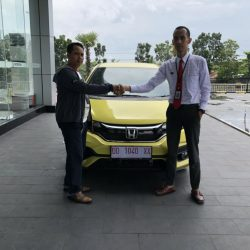 Foto Penyerahan Unit 8 Sales Marketing Mobil Dealer Honda Hasan