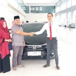 Foto Penyerahan Unit 9 Sales Marketing Mobil Dealer Honda Hasan