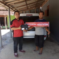 DO 6 Sales Marketing Mobil Dealer Mitsubishi Dimas