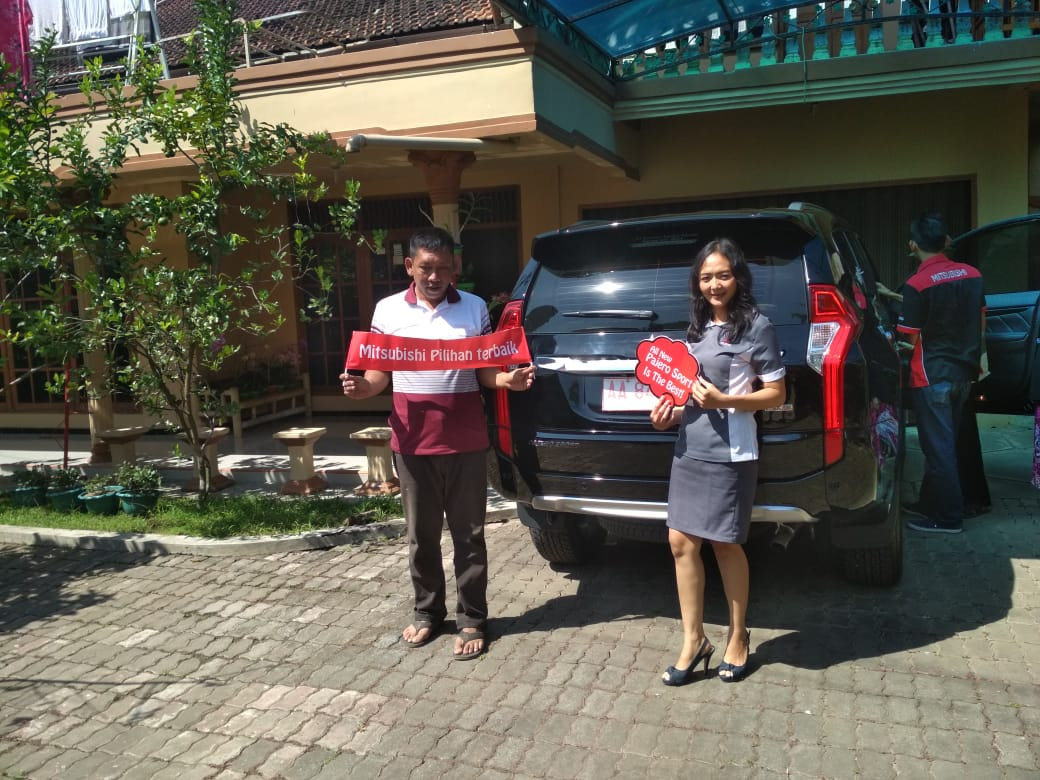 Sales Marketing Mobil Dealer Mitsubishi Shenny