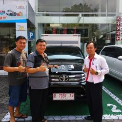 DO 5 Sales Marketing Mobil Dealer Toyota Lucky