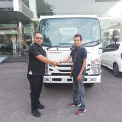 DO 1 Sales Marketing Mobil Dealer Agung