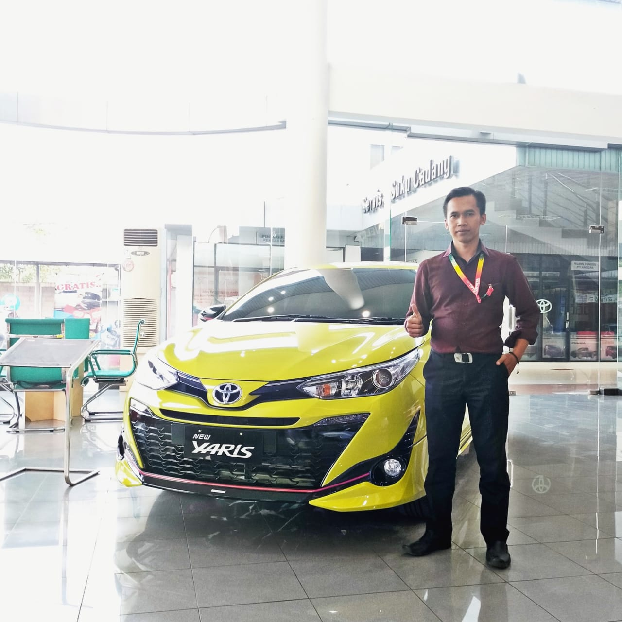 Sales Marketing Mobil Dealer Toyota Aris